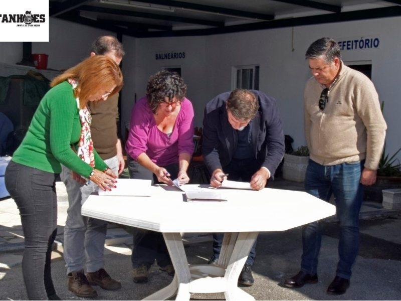 A Junta de Freguesia de Fanhões realizou o Magusto com os Trabalhadores, assinou o novo ACEEP e entregou um novo fardamento.