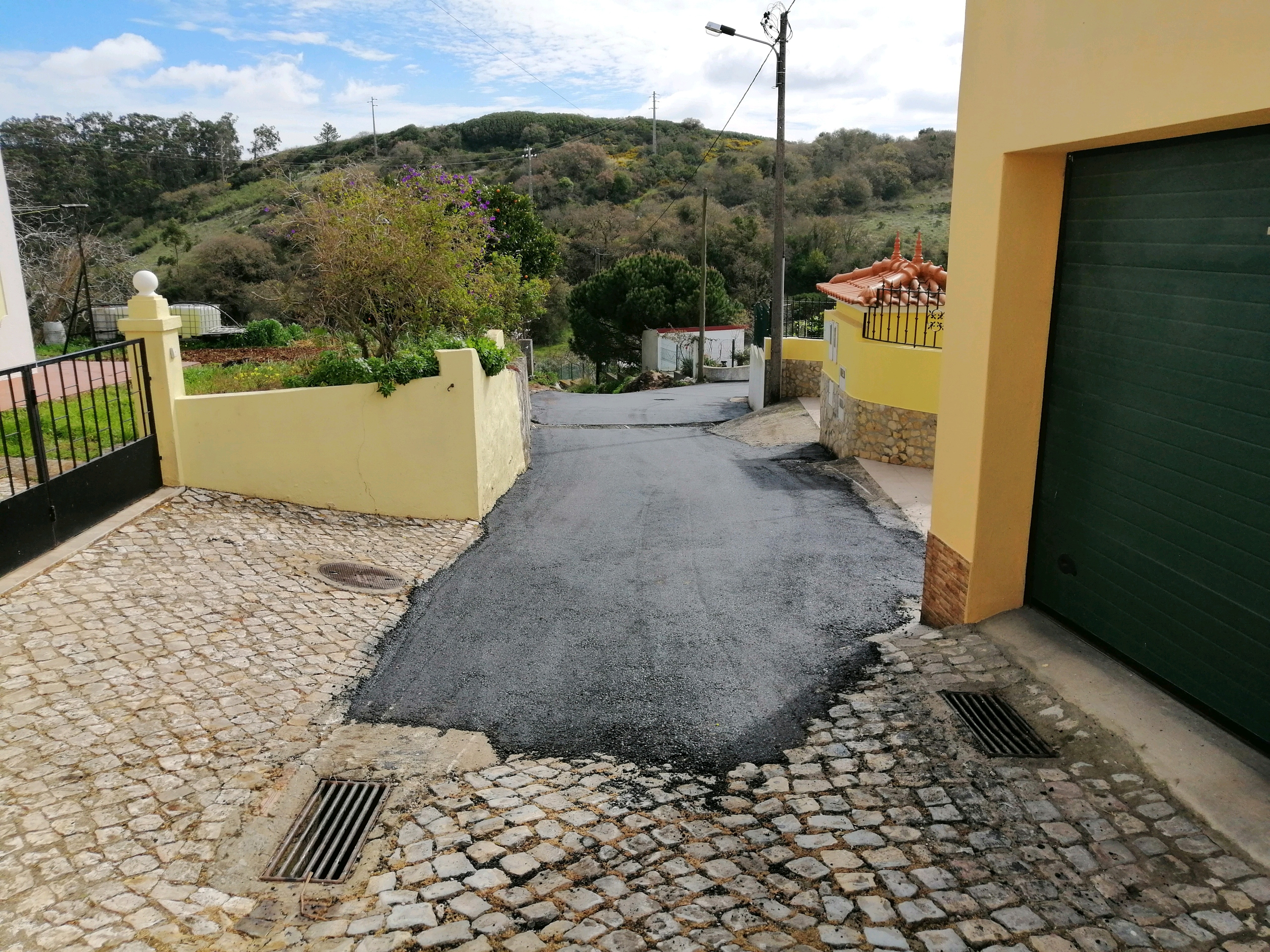 CASAINHOS – Asfaltamento do final da Rua do Rio do Porto. Uma obra há muito aguardada!