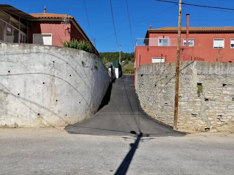 """TORRE DA BESOEIRA – Asfaltamento e rede pluvial de águas """"beco"""" da Rua Manuel Pedro Franco. Uma obra há muito aguardada!"""