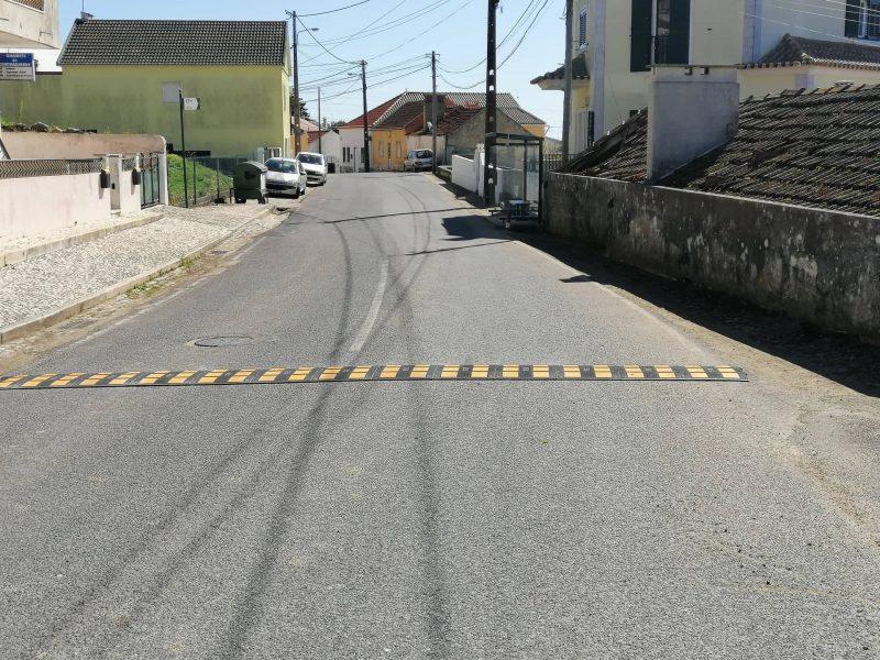 TORRE DA BESOEIRA – Colocação de Redutores de Velocidade à entrada da Localidade e repintura das Lombas em Betuminoso!