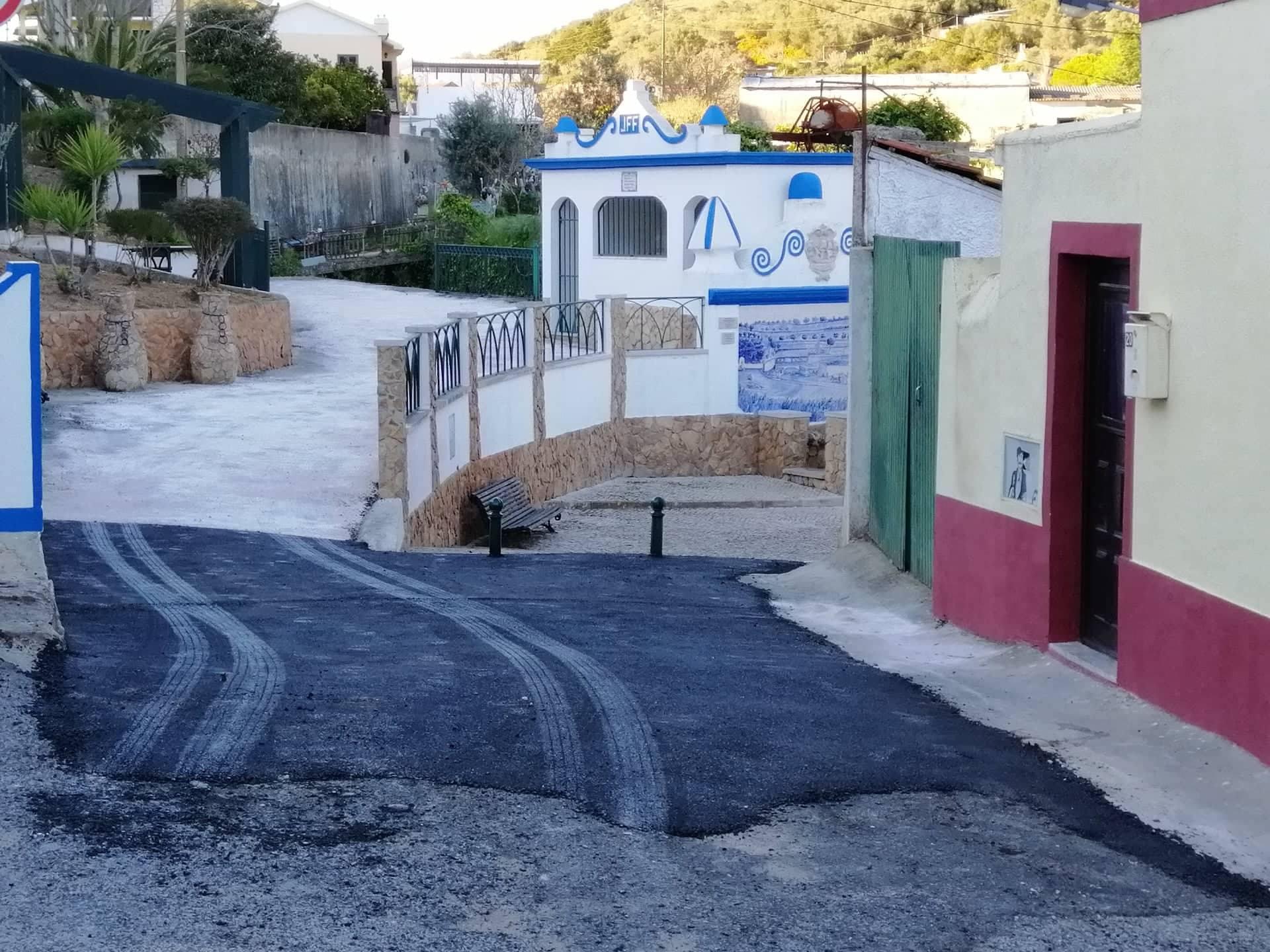 FANHÕES – Asfaltamento de troços na Estrada Velha, Fonte Velha e Monte Esperança.