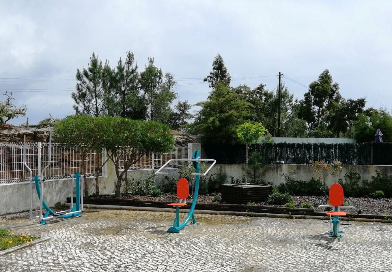 RIBAS DE CIMA -(rc) COLOCAÇÃO DE TRÊS APARELHOS GERIÁTRICOS NO PARQUE INFANTIL – URBANIZAÇÃO DA COOPRIJOVEM!
