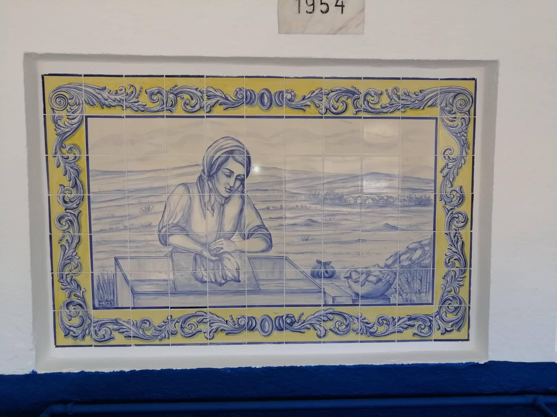 RIBAS DE CIMA – Requalificação dos Lavadouros com a colocação de painéis de Azulejos de Pintura Manual com Motivos Etnográficos enaltecendo as Lavadeiras e as origens da localidade!