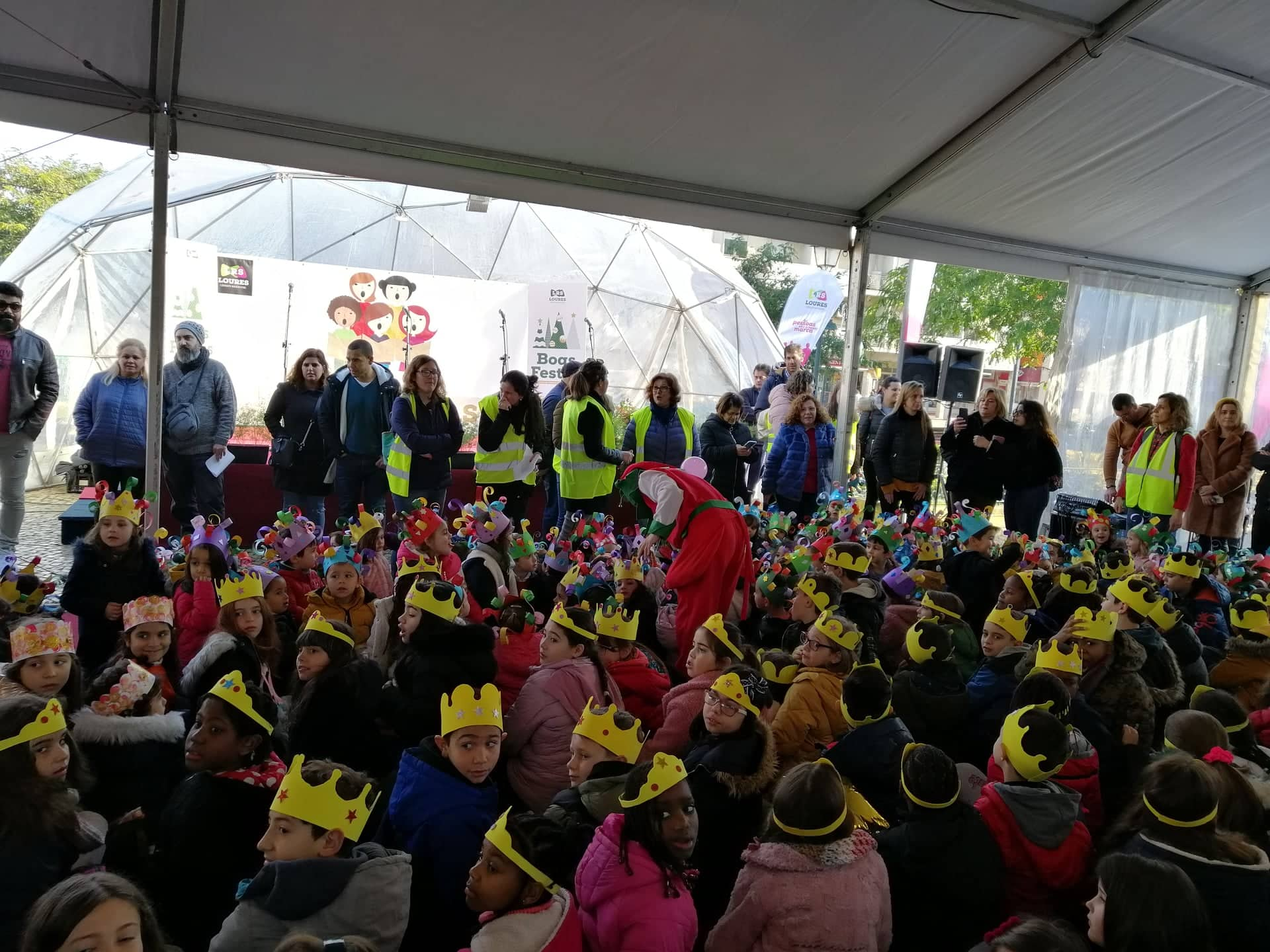 Janeirinhas – O Núcleo Escolar de Fanhões – Escola de Fanhões e Casainhos cantaram as Janeiras nos Paços do Concelho!