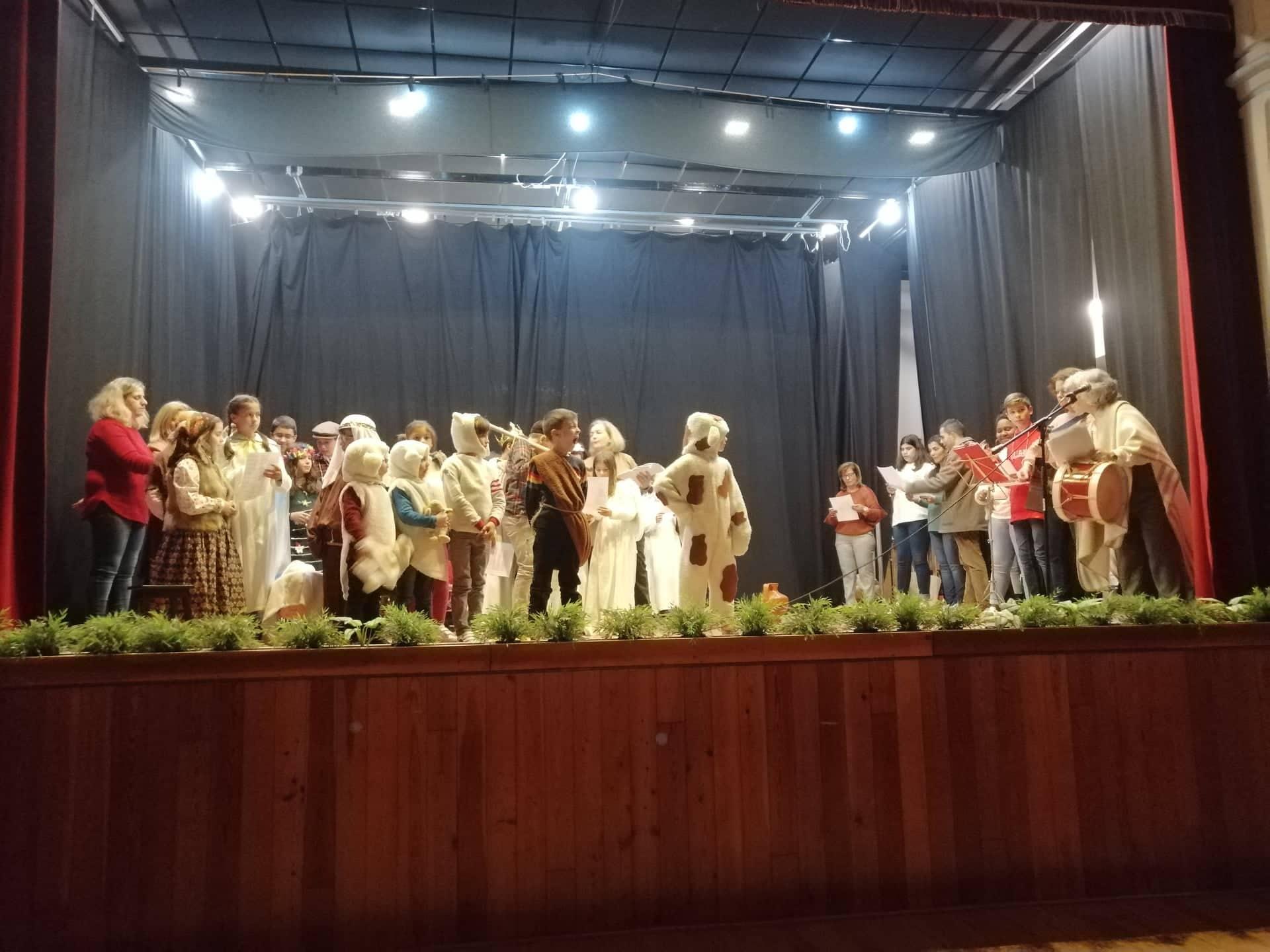 Crianças da Catequese da Igreja de Fanhões e Igreja de Casainhos -Transmitem pelo teatro a sua mensagem de Natal