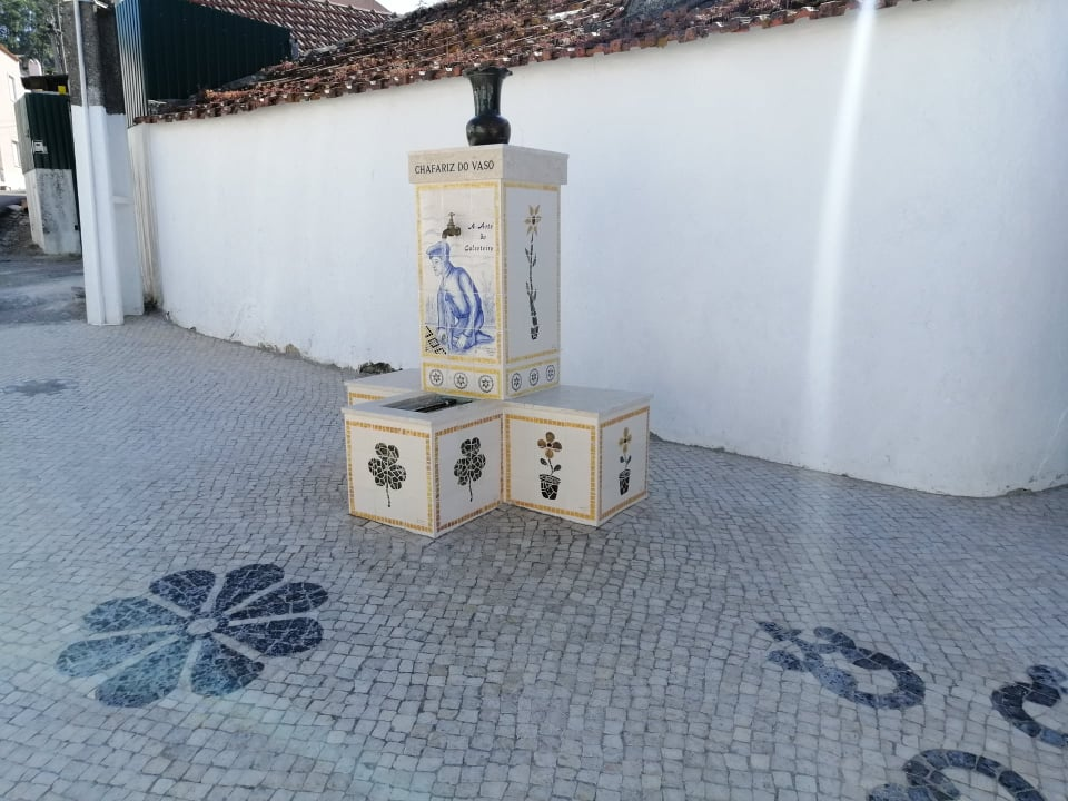TORRE DA BESOEIRA -(tb) Requalificação do Chafariz do Vaso com a colocação de painéis de azulejos de pintura manual com réplicas de Calçada do Mestre José da Clara enaltecendo a obra dos Calceteiros e valorizando o Património Local!