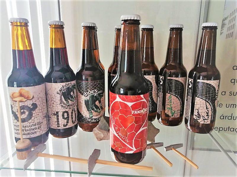 """FANHÕES -(f) CAPITAL DO CALCETEIRO – Apresenta a nova cerveja Vermelha morango – cognominada de """"amor à pedra"""", o amor que se sente no trabalho que inspirou esta criação!"""
