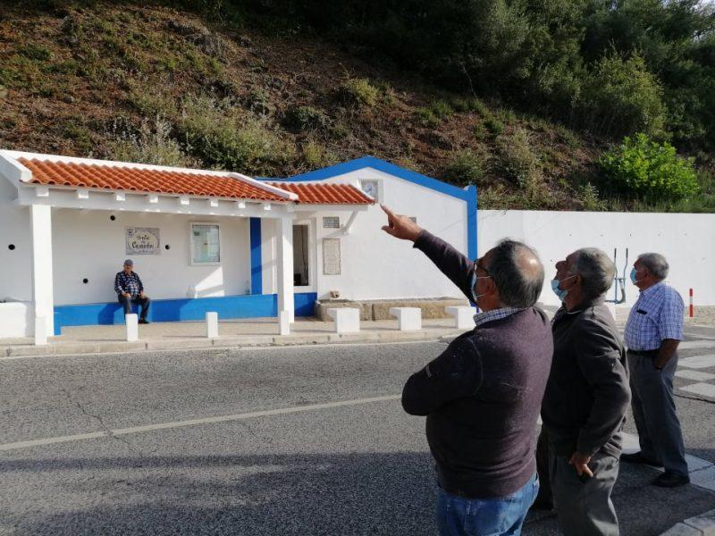 CASAINHOS -(c) Fonte de Casainhos – Mais uma intervenção de vedores especializados na tentativa de resolver a redução significativa do caudal de água na fonte!
