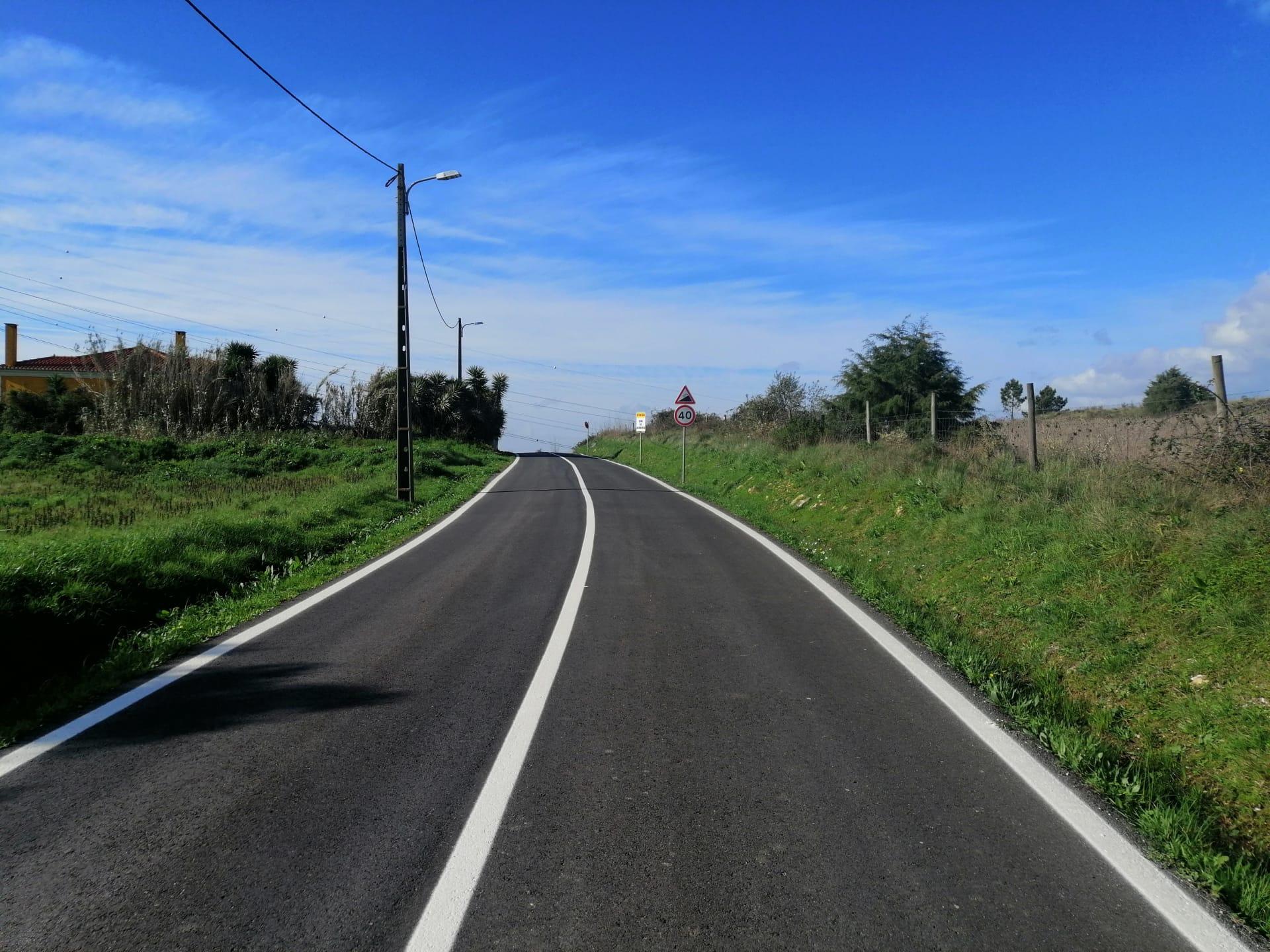 FANHÕES -(f) Aumentamos a Segurança – Marcação de guias horizontais na Avenida Catarina Eufémia – Estrada Fanhões- Ribas de Baixo!