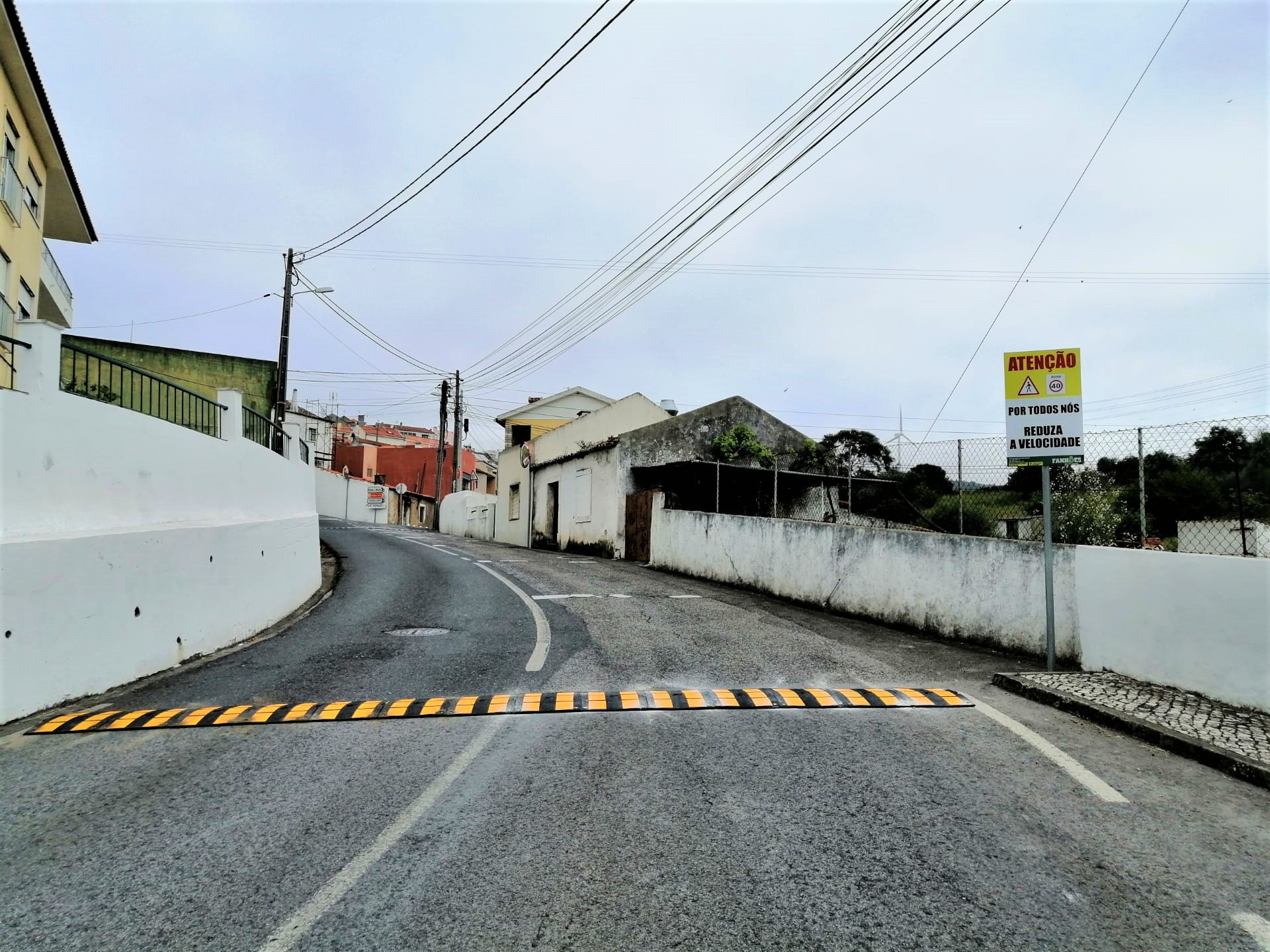 Fanhões -(f) Colocação de Redutores de Velocidade na Rua Francisco Mateus Germano, diariamente procuramos tornar a nossa Freguesia mais segura!