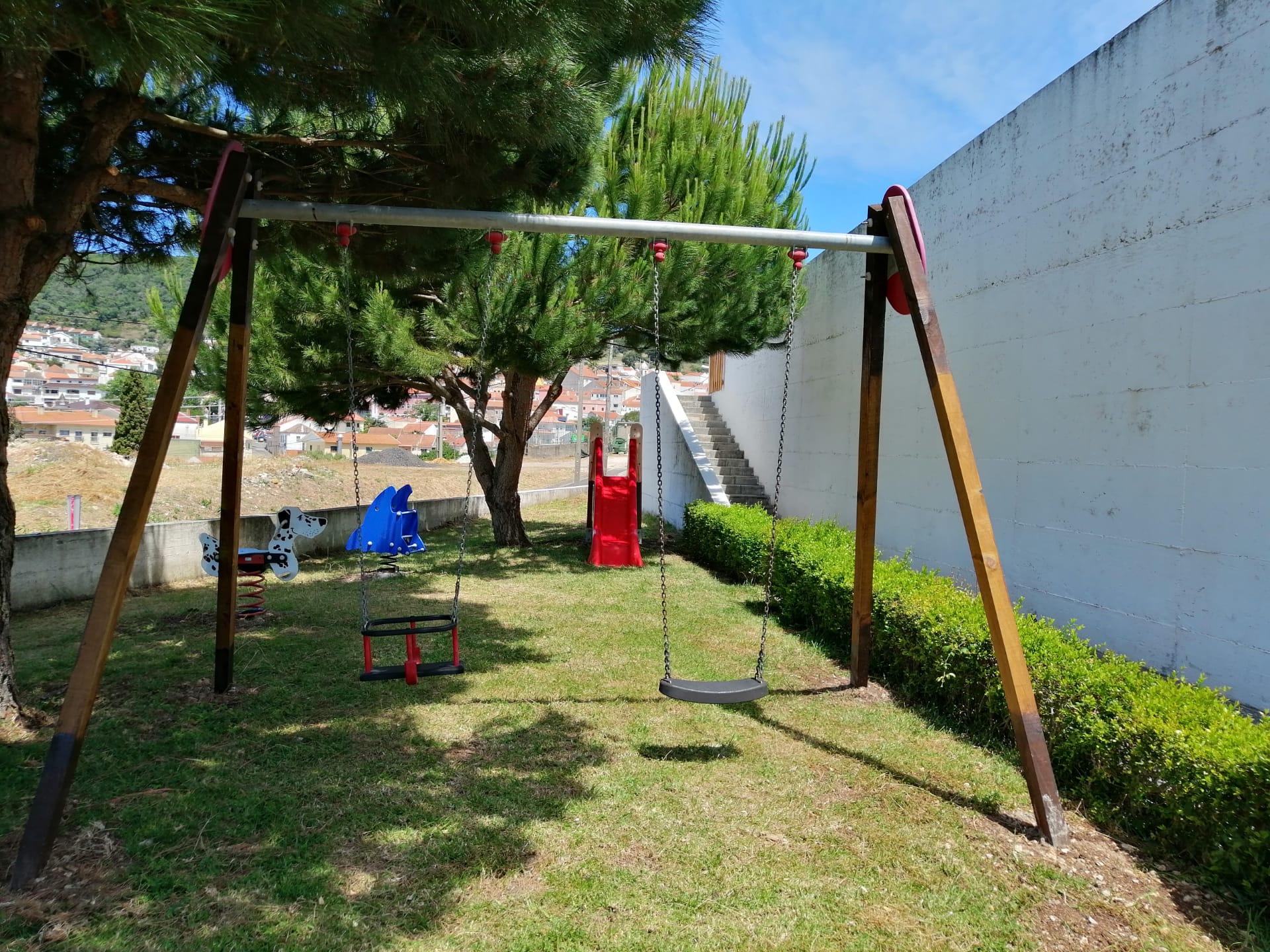 Associação Humanitária de Bombeiros Voluntários de Fanhões – O Corpo de Bombeiros reabilitou os Equipamentos doados do Parque Infantil de Fanhões e já está ao dispor das crianças que visitam o Quartel Operacional!
