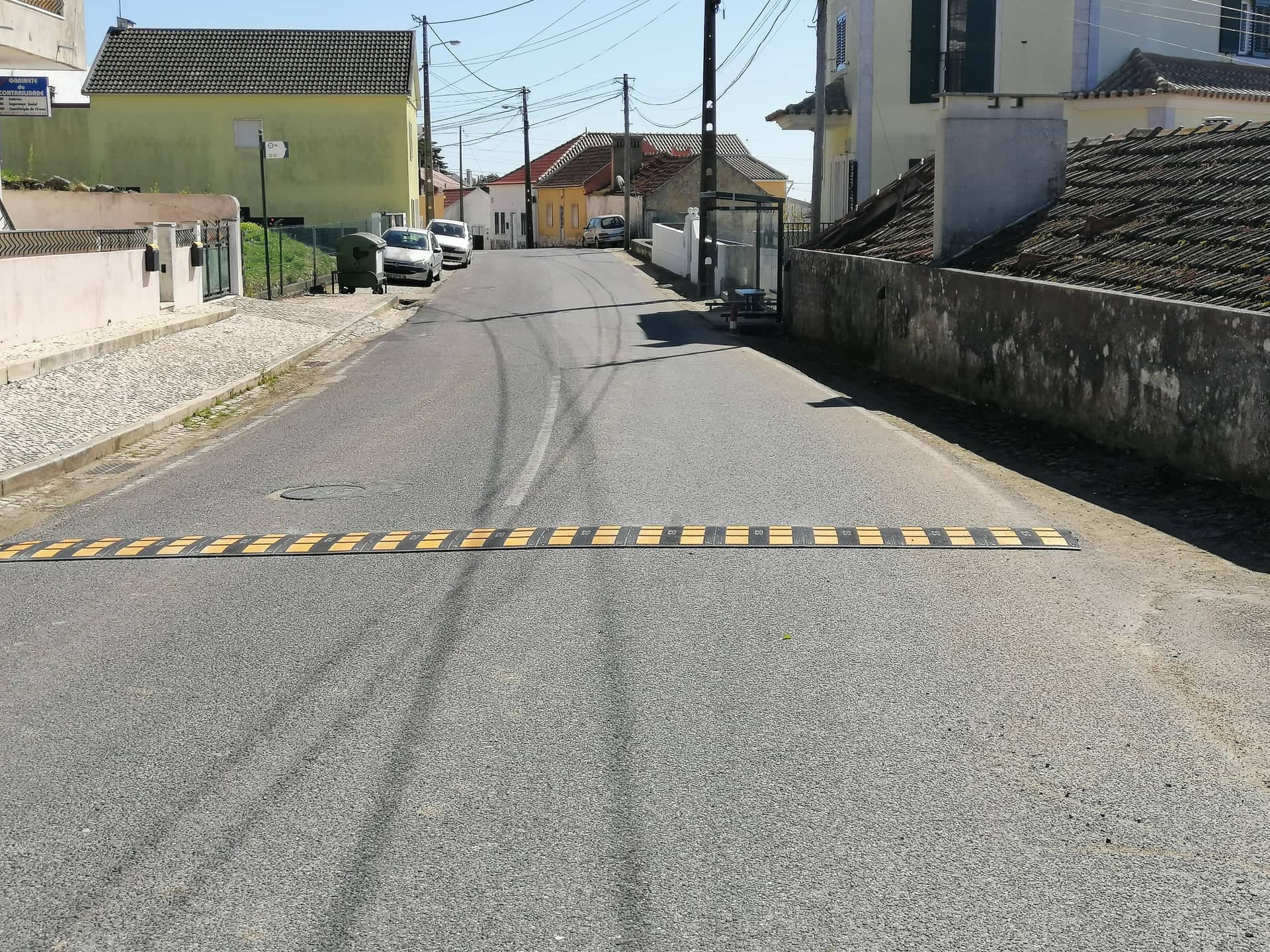 TORRE DA BESOEIRA -(tb) Colocação de Redutores de Velocidade à entrada da Localidade e repintura das Lombas em Betuminoso!