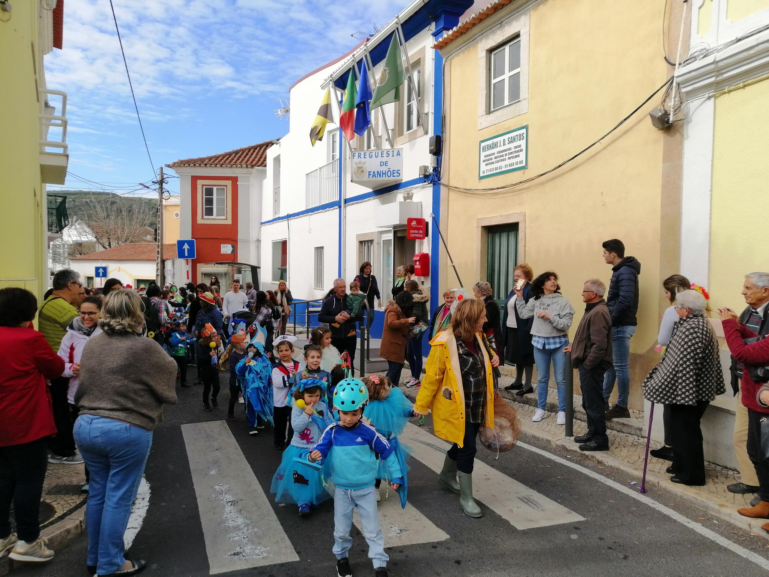 É CARNAVAL –  As Escolas EB1 de Fanhões e Casainhos, animaram as Ruas!