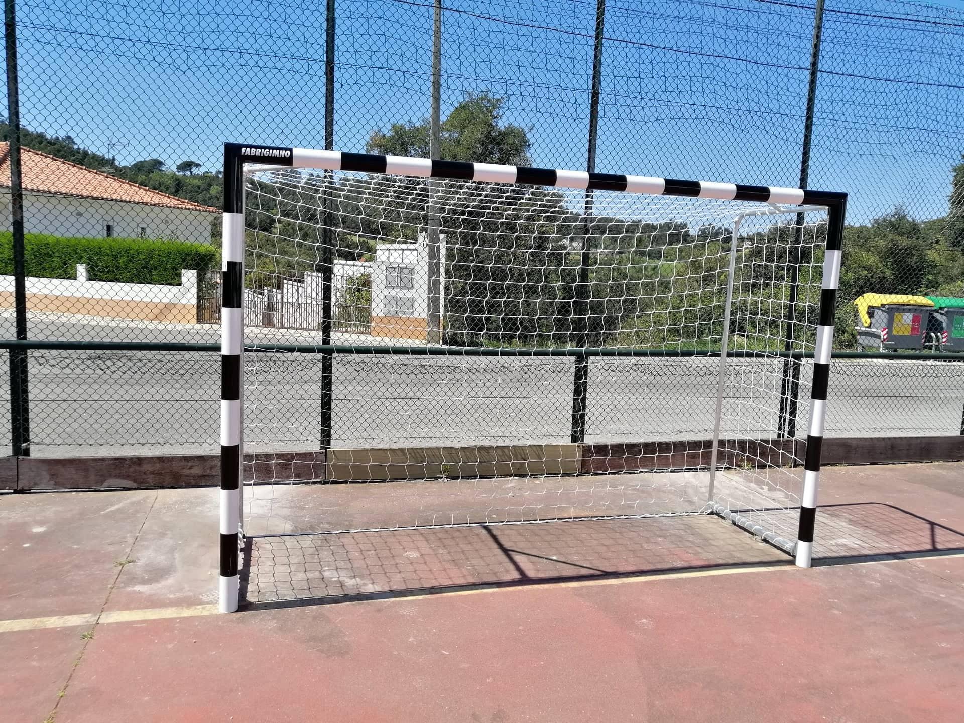 FUTEBOL CLUBE RIBADENSE – Colocação de novas Balizas no Campo de Jogos e nova Sinalética!