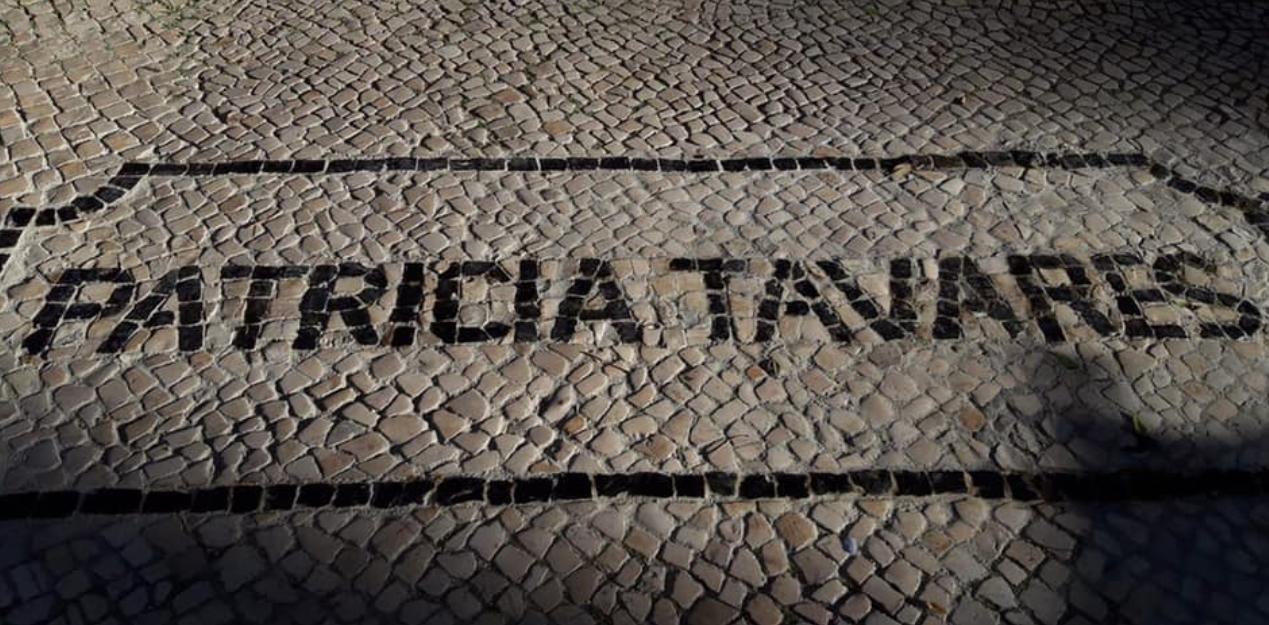 """PATRÍCIA TAVARES – Merecidamente e para orgulho de todos nós o seu nome já está inscrito em calçada no """"Passeio da Fama"""" de homenagem ao Teatro, na Praça da Alegria!"""