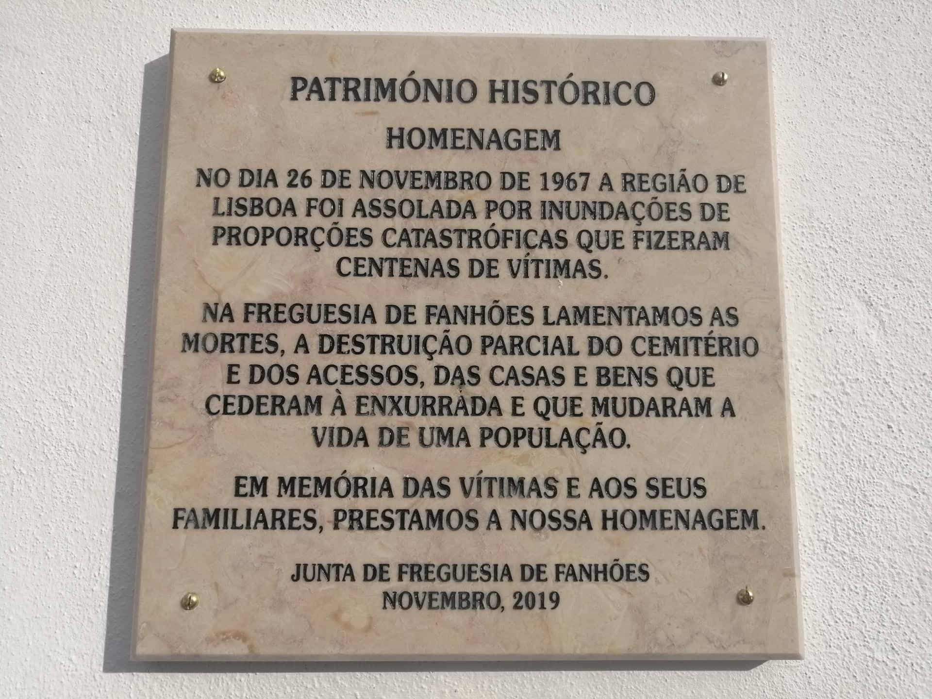 FANHÕES -(f) CEMITÉRIO DE FANHÕES – LÁPIDE DE HOMENAGEM ÀS VITIMAS DA CHEIAS DE 1967.