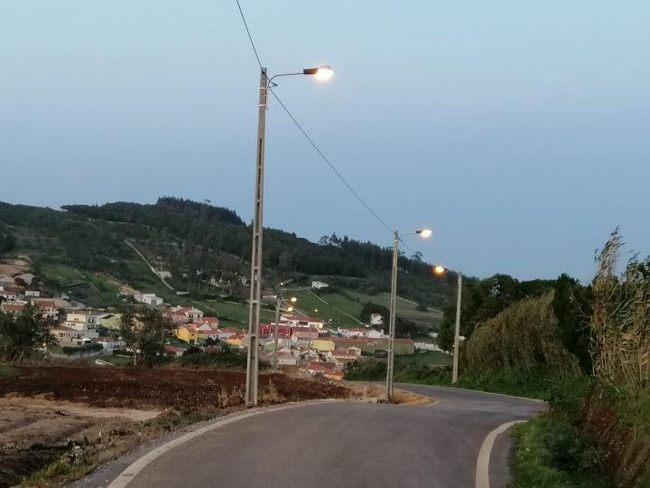 TORRE DA BESOEIRA -(tb) Iluminação pública de toda a estrada do Alto das Noras. Uma obra importante para a segurança de quem aqui circula!