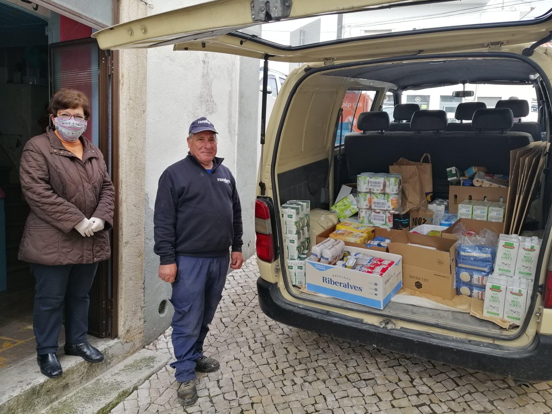 CAIXA SOLIDÁRIA – Recolha e entrega de bens ao Centro Paroquial/Voluntários(as) Banco Alimentar para a sua distribuição pelas famílias carenciadas. Obrigado!