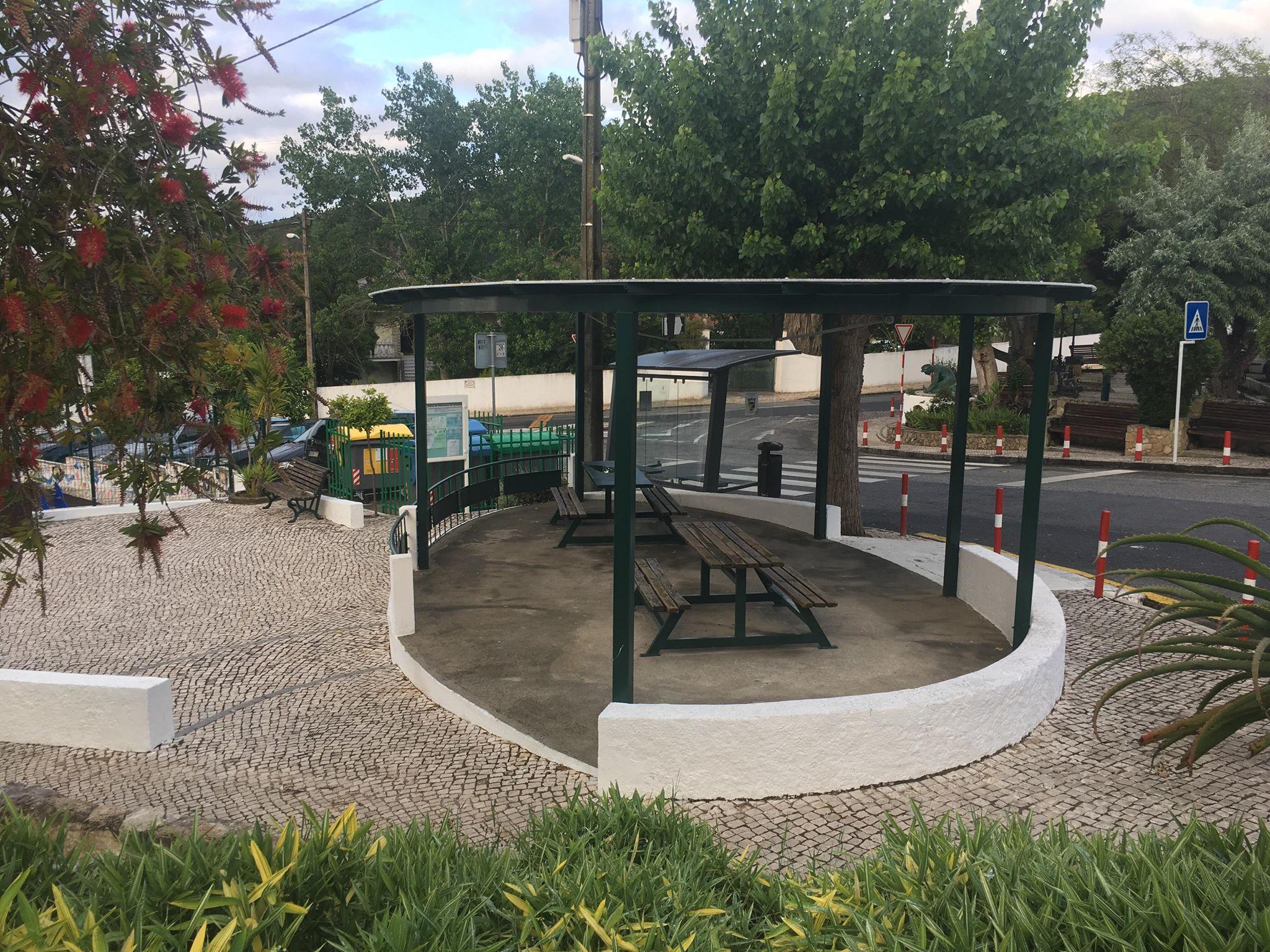 FANHÕES -(f) Concluída a Pergola do Jardim dos Bombeiros Voluntários de Fanhões criando um novo espaço de lazer!