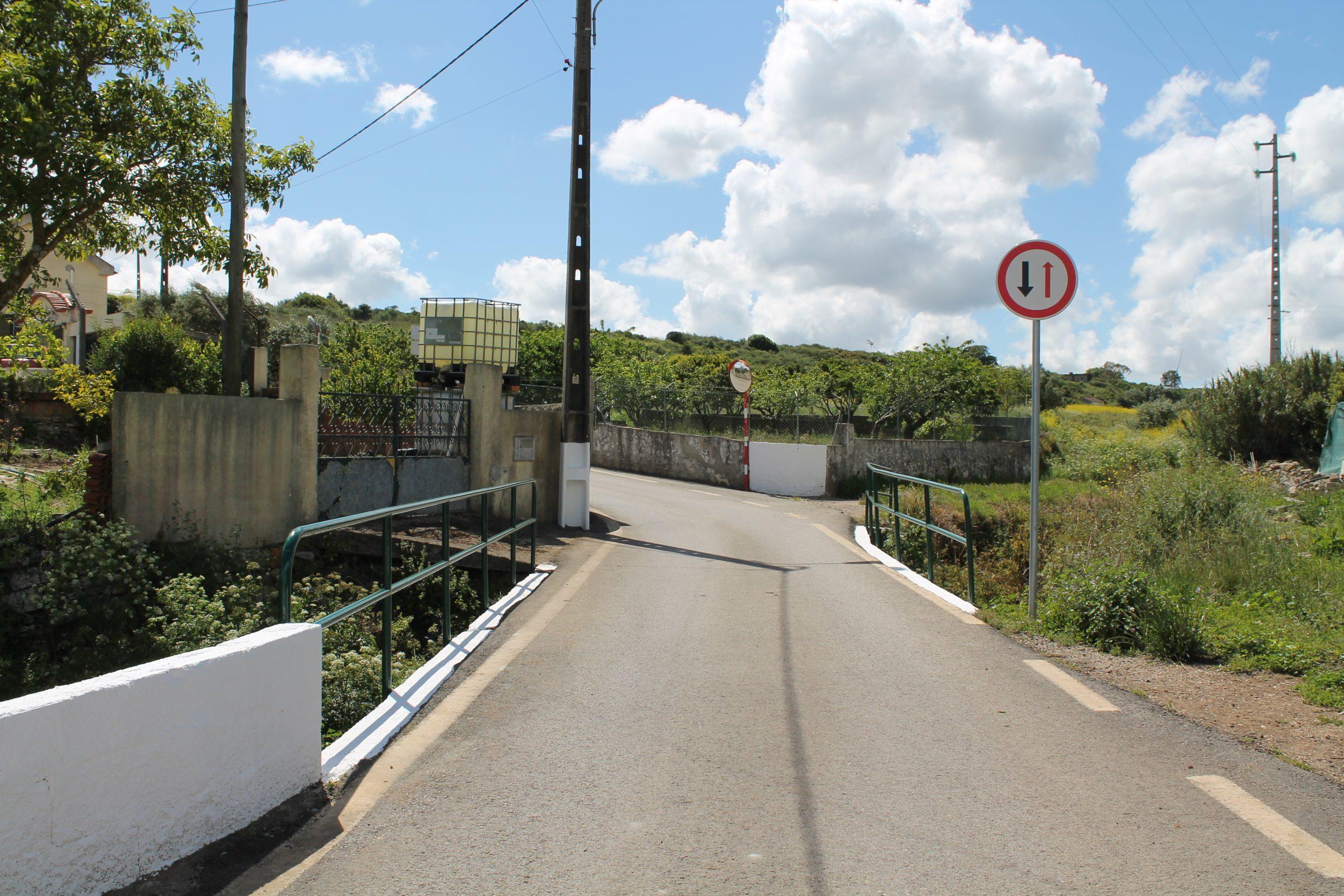 TORRE DA BESOEIRA -(tb) Rua Alto das Noras – Pintura e limpeza da ponte, pintura de muretes e colocação de sinalética nova tornando o local mais seguro !