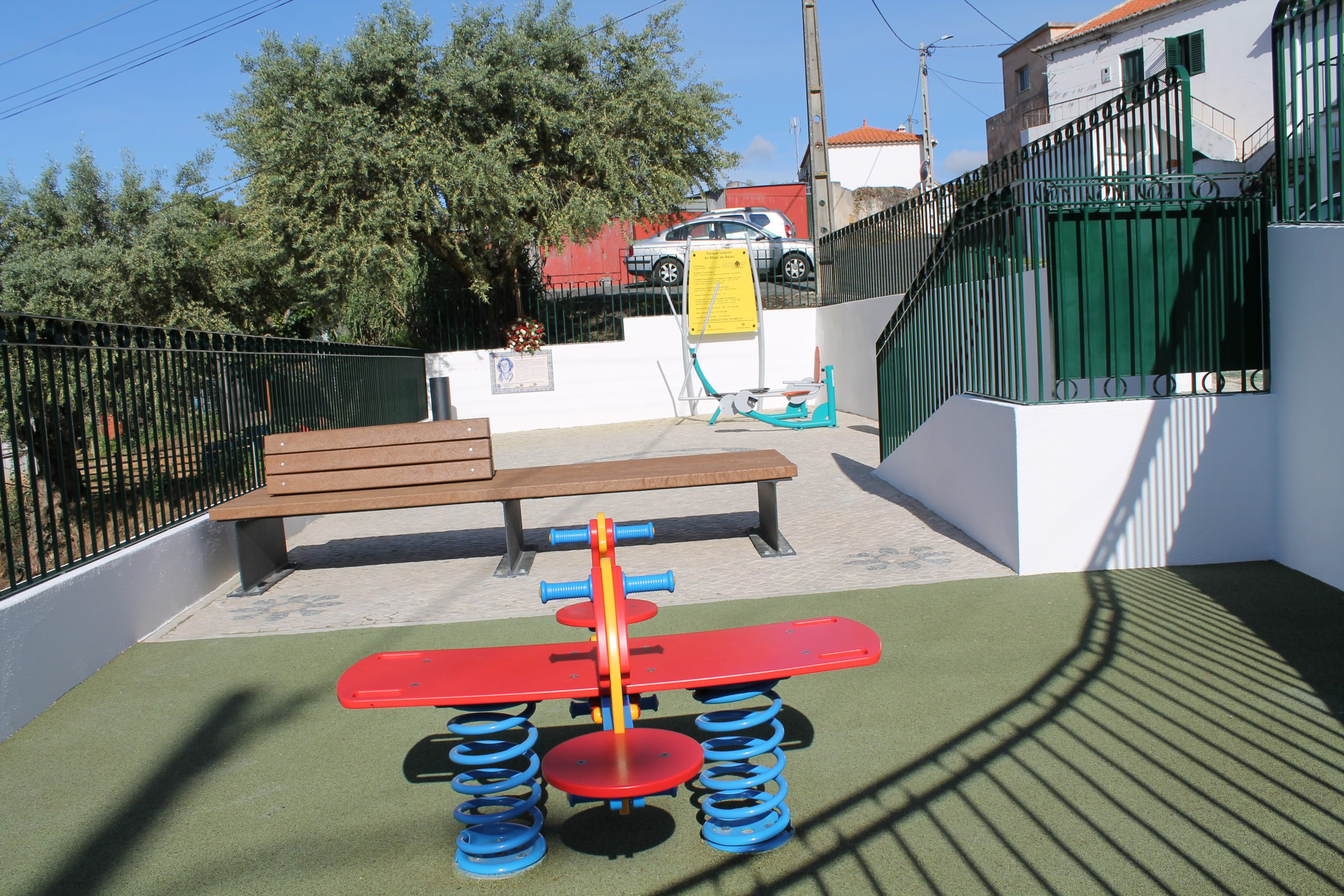 RIBAS DE BAIXO -(rb) Parque Infantil de Ribas de Baixo – Novo Brinquedo e Equipamentos Geriátricos num novo espaço até então inexistente o Parque Maria Antonieta Duarte.