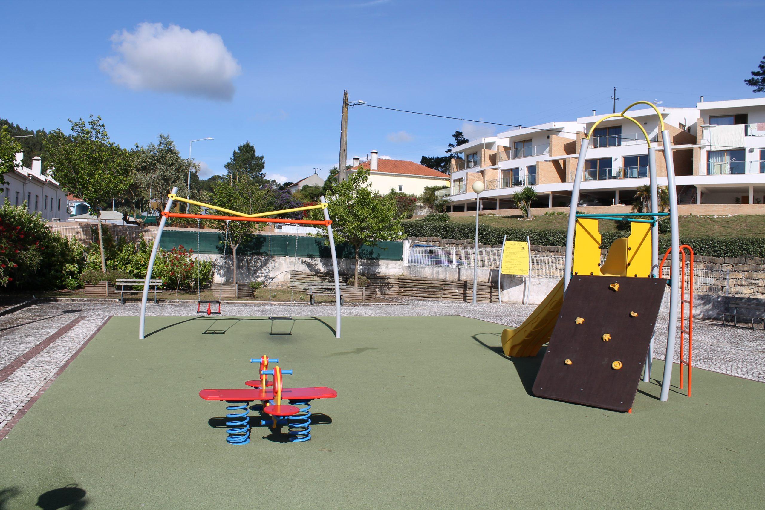 RIBAS DE CIMA -(rc) Parque Infantil de Ribas de Cima – Novos Brinquedos e Equipamentos !