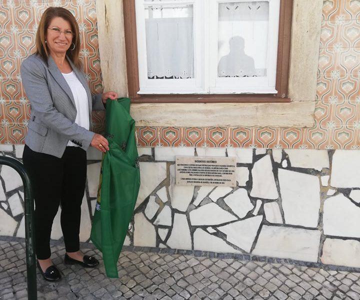 FANHÕES -(f) A Republica Assinalada com a colação de uma lápide no Centro Escolar Republicano Francisco D'Almeida Grandella